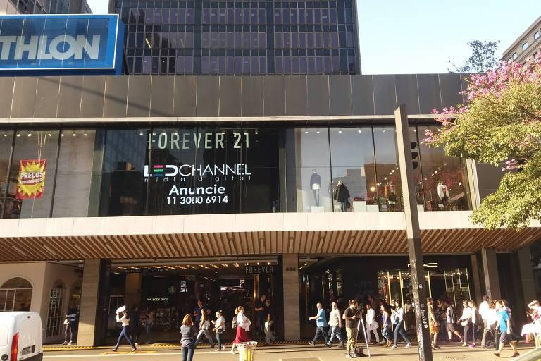 Painel de LED com anúncio na avenida Paulista
