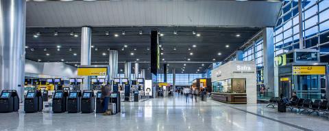 Serviços - viaje 379  GRU Airport - O Aeroporto Internacional de São Paulo/Guarulhos – Governador André Franco Montoro fica localizado no município de Guarulhos, em São Paulo. É o maior aeroporto do Brasil e o mais movimentado da América Latina em número de passageiros transportados DIREITOS RESERVADOS. NÃO PUBLICAR SEM AUTORIZAÇÃO DO DETENTOR DOS DIREITOS AUTORAIS E DE IMAGEM