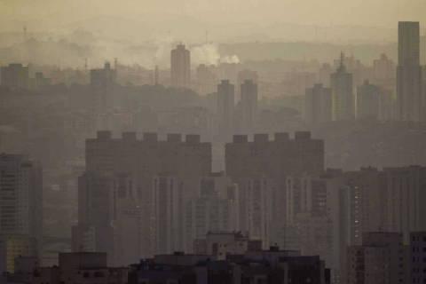 SAO PAULO - SP, BRASIL,  21-08-2012, 17h00: CLIMA SECO. Vista da cidade a partir do predio co Istituto do Cancer, no Pacaembu. A cidade registra baixos indices de humidade.  (Foto: Adriano Vizoni/Folhapress, COTIDIANO) *** EXCLUSIVO FSP***