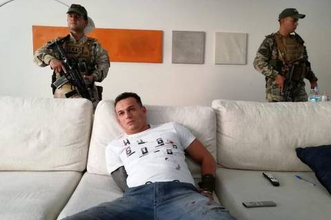 Eduardo Aparecido de Almeida, líder regional do PCC no Paraguai, é preso por agentes antidrogas