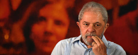 (FILES) In this file photo taken on January 25, 2018, former Brazilian president Luiz Inacio Lula da Silva gestures during a campaign rally to launch his presidential candidacy for the upcoming October elections, at the Workers Central Union (CUT) headquarters in Sao Paulo, Brazil on January 25, 2018. Lula da Silva's lawyers presented on February 2, 2018, a writ of habeas corpus before the Supreme Court to prevent his detention, after a sentence for corruption of 12 years and a month was upheld.    / AFP PHOTO / Nelson Almeida