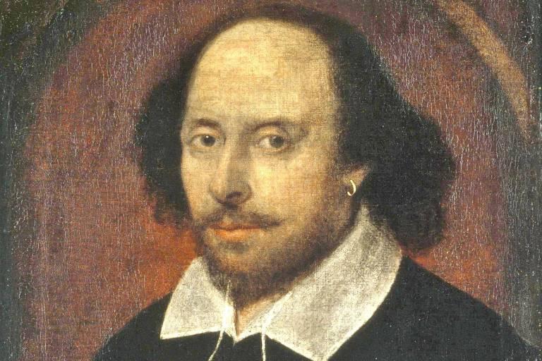 Pintura mostra o dramaturgo vestindo uma roupa preta de gola branca e brinco pequeno de argola da orelha esquerda