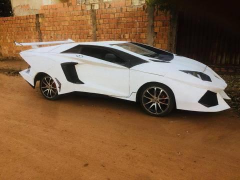O Lamborghini artesanal de Edimar Goulart foi construído sobre a carroceria de um Uno