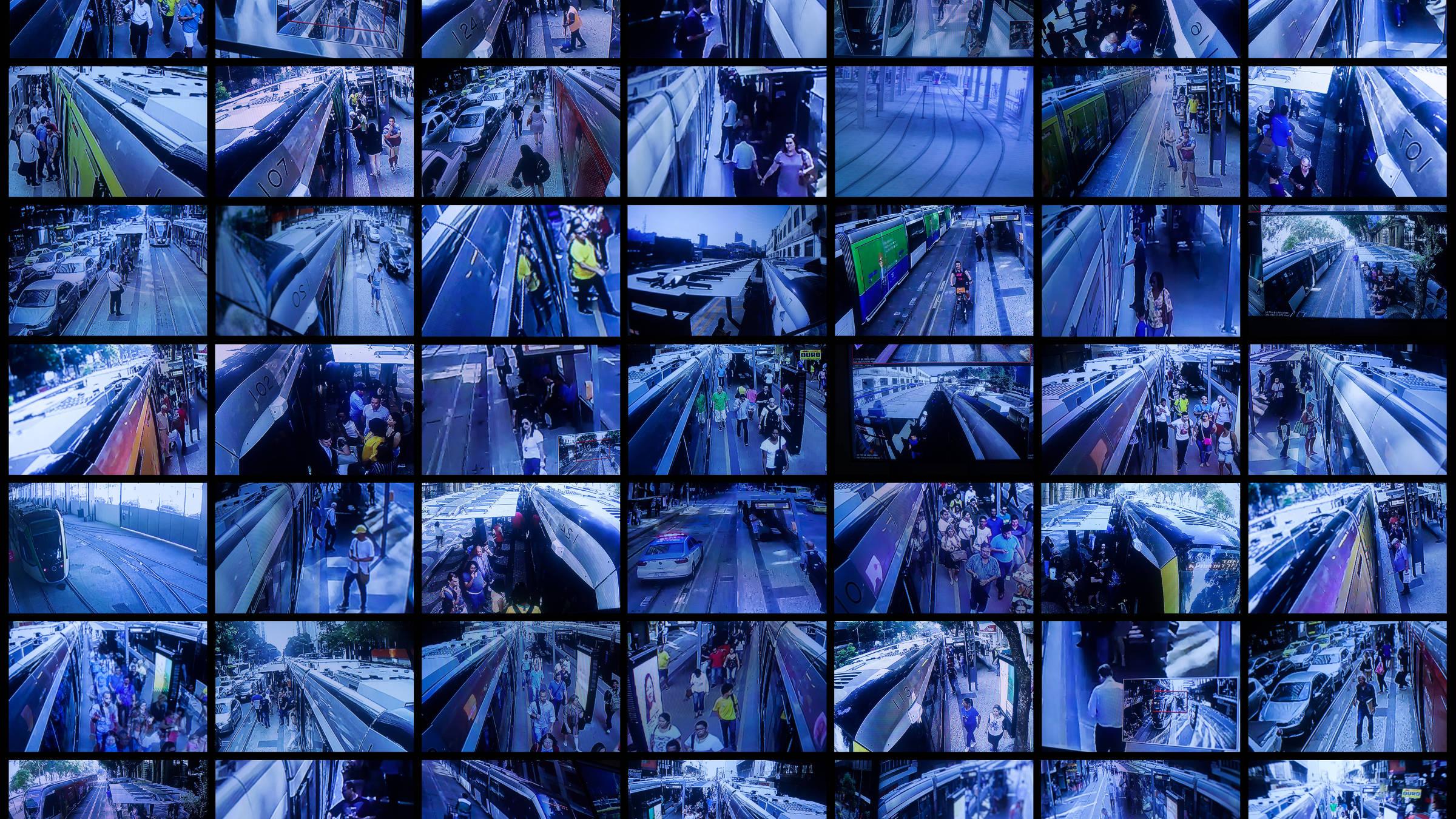 Imagens das câmeras de monitoramento com movimentação de passageiros em pontos do VLT no Rio de Janeiro - Julio Bittencourt/Folhapress