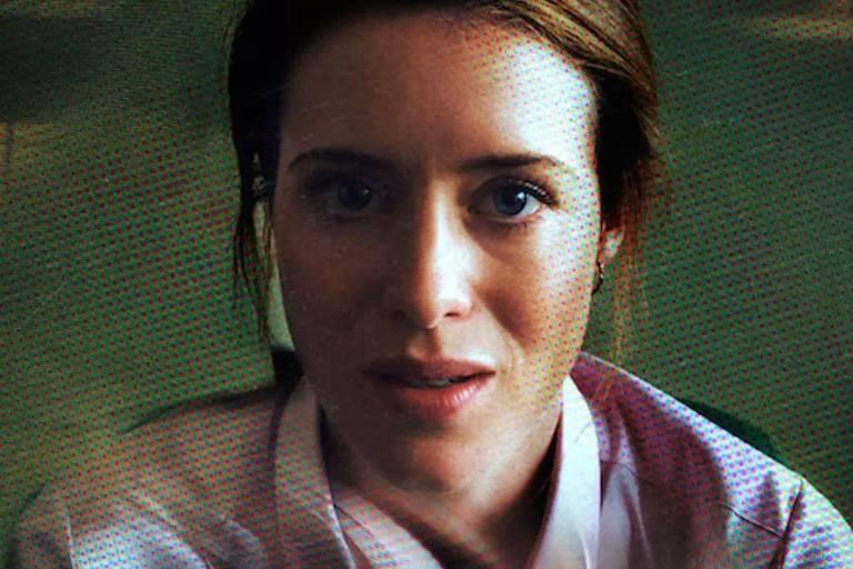 """Claire Foy em cena de """"Distúrbio"""" (2018), de Steven Soderbergh"""