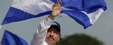 Nicaragua's President Daniel Ortega and Vice President Rosario Murillo arrive for an event to mark the 39th anniversary of the Sandinista victory over President Somoza in Managua, Nicaragua July 19, 2018. REUTERS/Jorge Cabrera ORG XMIT: GGGTBR05