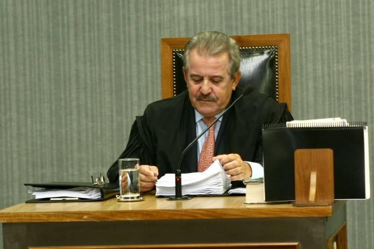 O conselheiro do TCE Robson Marinho durante sessão em São Paulo em 2008