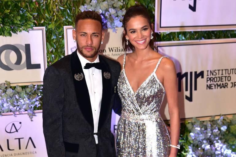 Bruna Marquezine e Neymar chegam ao leilão beneficente do Instituto Projeto Neymar Jr.