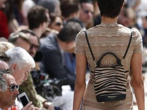 Burberry e outras marcas de luxo lidam com excesso de estoques