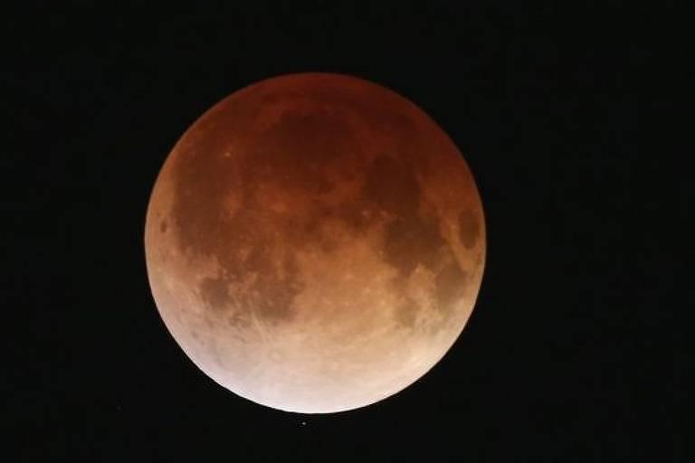 Maior eclipse lunar do século