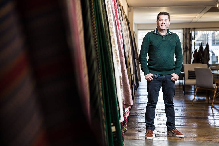 Cláudio Rocha, diretor da Simple Têxtil, no showroom da empresa, em São Paulo