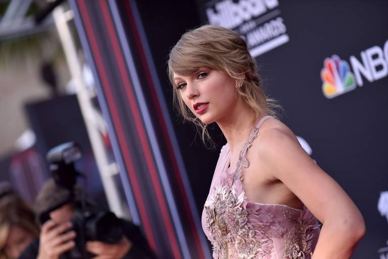 Cantora Taylor Swift no tapete vermelho do Billboard Music Awards em Las Vegas