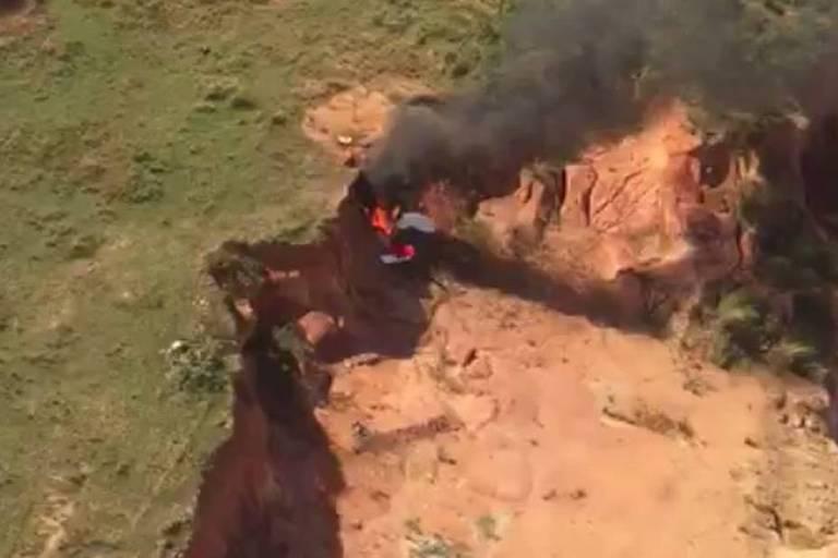 Ultraleve cai, explode e deixa dois mortos na zona oeste do Rio de Janeiro