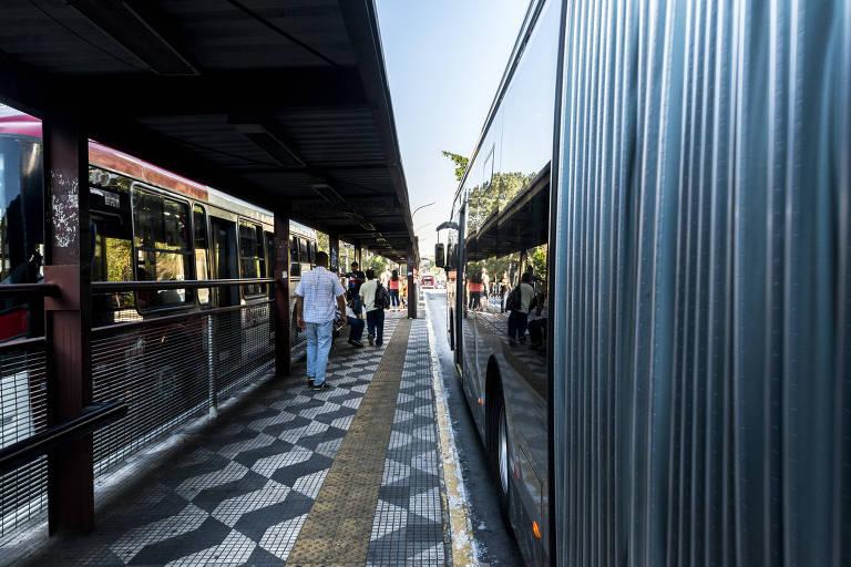 Corredor de ônibus da avenida João Dias, um dos mais congestionados de SP