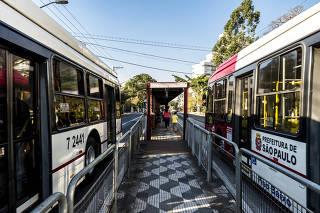 Corredor de ônibus da av. João Dias, na zona sul de SP