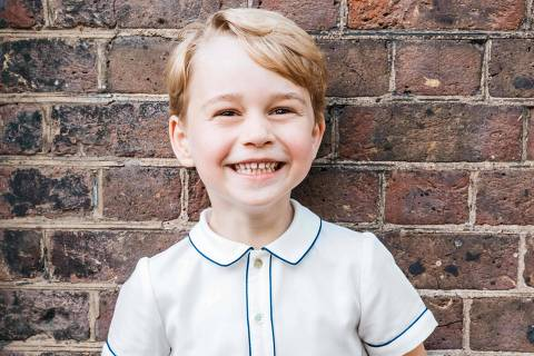 A handout picture released by Kensington Palace to mark Prince George's fifth birthday shows Prince George smiling to camera following his brother Prince Louis christening on July 9, 2018 at Clarence House in London. / AFP PHOTO / DUKE AND DUCHESS OF CAMBRIDGE / Matt Porteous / RESTRICTED TO EDITORIAL USE - MANDATORY CREDIT