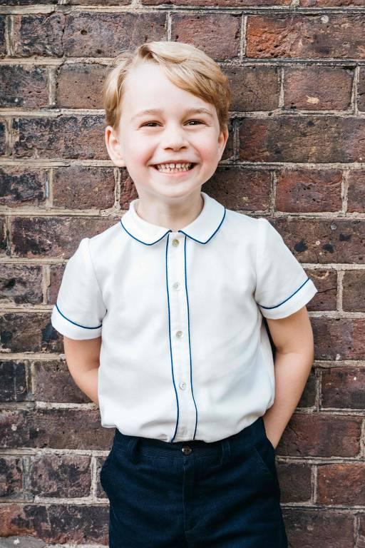 Nova foto do Príncipe George, divulgada em comemoração ao seu 5º aniversário