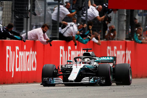 Formula One F1 - German Grand Prix - Hockenheimring, Hockenheim, Germany - July 22, 2018   Mercedes? Lewis Hamilton wins the race as engineers celebrate in the pit   REUTERS/Wolfgang Rattay ORG XMIT: AI