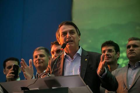 Em seu primeiro discurso como candidato, Bolsonaro diz não ser salvador da pátria