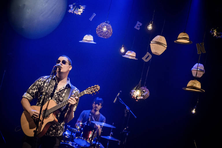 Emerson em show de gravação do disco, no Rio