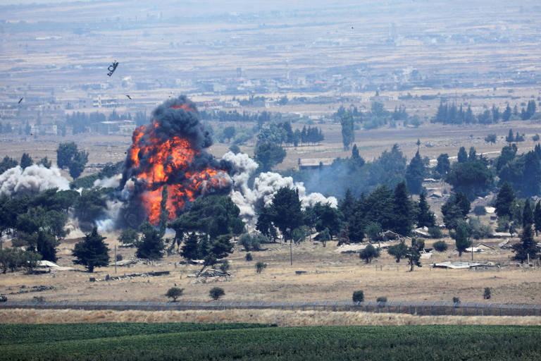 Explosão vista do lado sírio com a fronteira com Israel