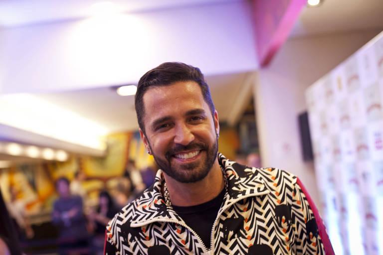 """O cantor Latino na pré-estreia do filme """"Duas de Mim"""", no Cinemark do shopping Pátio Paulista, em São Paulo"""