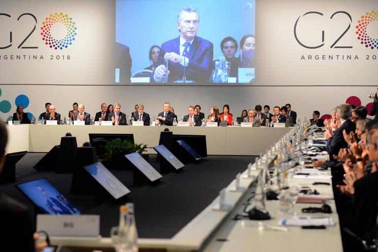 Reunião do encontro de ministros da Economia e presidentes de Bancos Centrais do G20, em Buenos Aires, com os presentes sentados e o presidente argentino Mauricio Macri falando