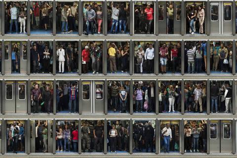 SAO PAULO, SP, 28.06.18: Usuarios do metro embarcam e desembarcam das portas dos vagoes na Estacao da Se, centro de Sao Paulo. Foto Julio Bittencourt, E Agora, Brasil? Transporte Publico *EXCLUSIVO FOLHA NÃO USAR SEM AUTORIZAÇÃO DA FOTOGRAFIA,