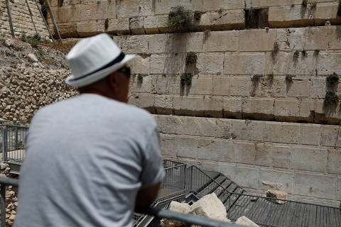 A man looks at a stone that fell off the Western Wall in Jerusalem's Old City,  July 23, 2018. REUTERS/ Nir Elias ORG XMIT: NIR03