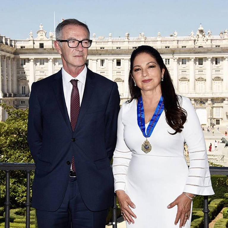 Gloria Estefan recebe medalha em Madri