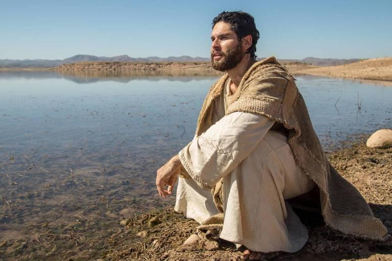"""O ator Dudu Azevedo como o protagonista da novela """"Jesus"""", da Record"""