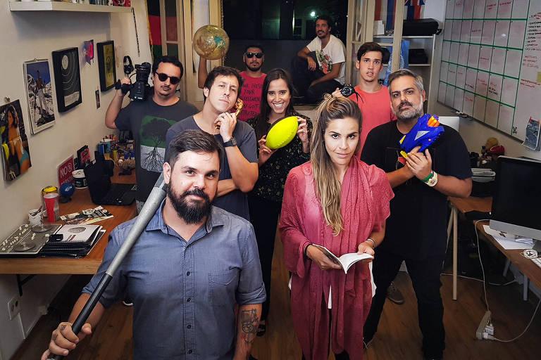 Elenco da série brasileira que mergulha nas polêmicas da internet