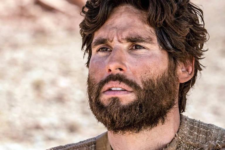 homem vestido como jesus