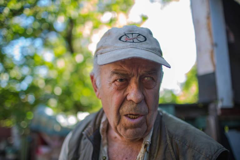 Veterano da guerra da União Soviética com o Afeganistão, na qual perdeu a visão de um olho, Nicolai hoje só vê vultos pela casa em Zaitseve, na Ucrânia