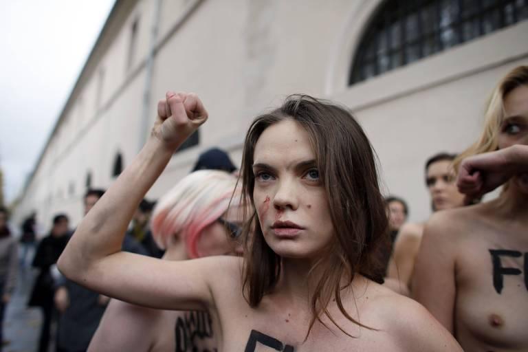 A ativista ucraniana Oksana Shachko durante protesto do Femen em Paris, em foto de 2012