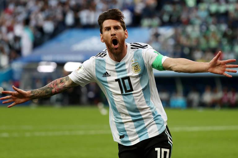 Lionel Messi comemora o gol marcado por ele contra a Nigéria, na Copa do Mundo do ano passado