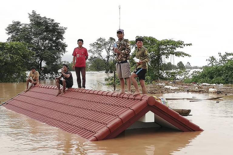 Represa se rompe no Laos