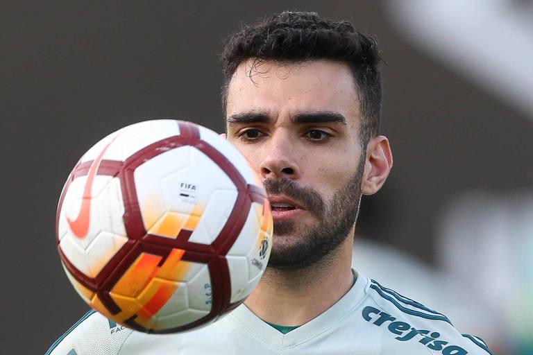 Com volante inspirado, Palmeiras acha capitão e cobrador de faltas