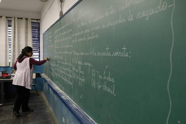 Aula de Português em escola no Parque Residencial Cocaia, na zona sul de São Paulo