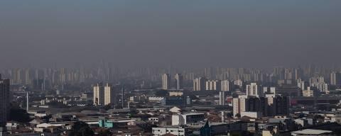 SÃO PAULO, SP, BRASIL, 17.07.2018 - Vista geral da cidade de São Paulo, vista do bairro de Santana, onde é possível ver a faixa de poluição. (Foto: Bruno Santos/Folhapress)