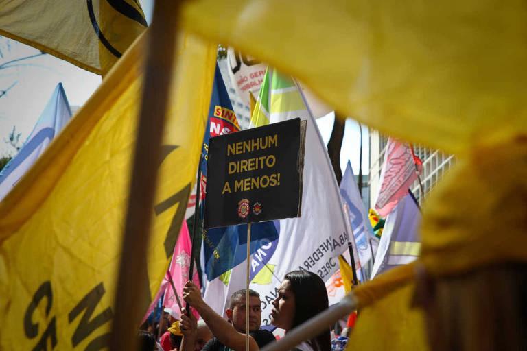 Protesto contra reformas do governo Temer em frente à secretaria regional do Trabalho em São Paulo