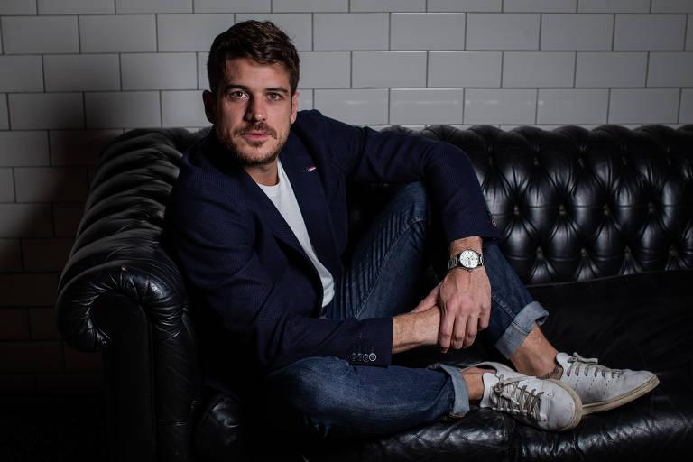 O ator Marco Pigossi, que deixou a TV Globo para fazer séries na Netflix