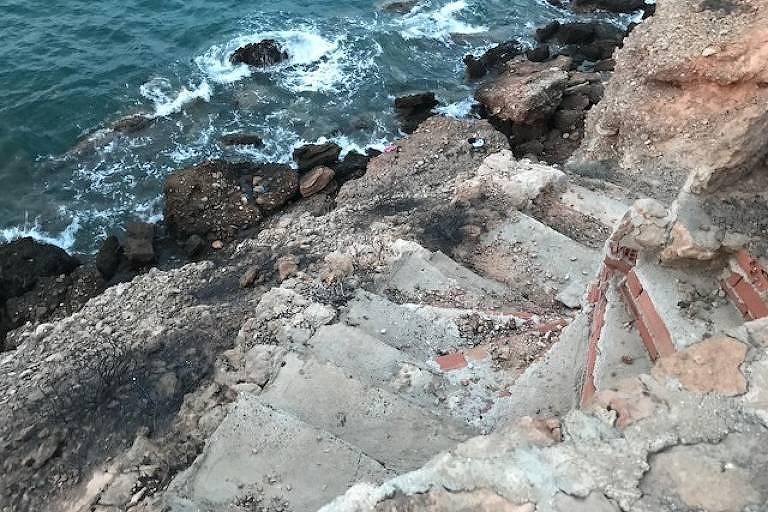 A escada que o grupo que morreu tentou alcançar para escapar do incêndio em Mati