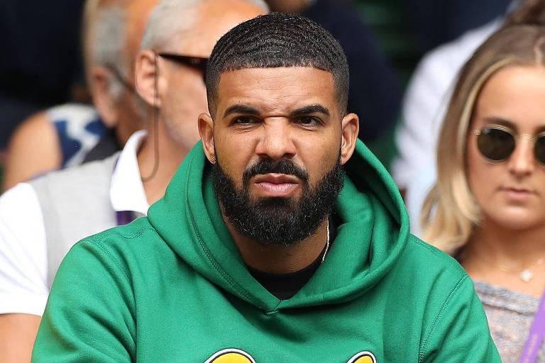 O rapper Drake assiste à partida de tênis em Wimbledon