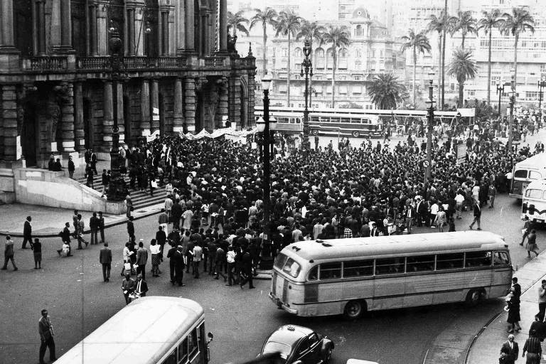 1968: Manifestação estudantil termina com dez presos e um ferido em São Paulo