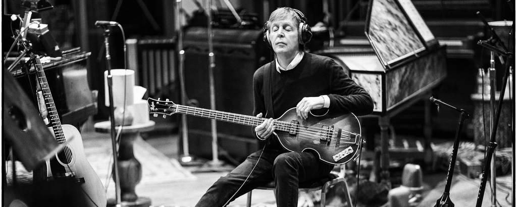 Paul McCartney gravando em Los Angeles, em 2017