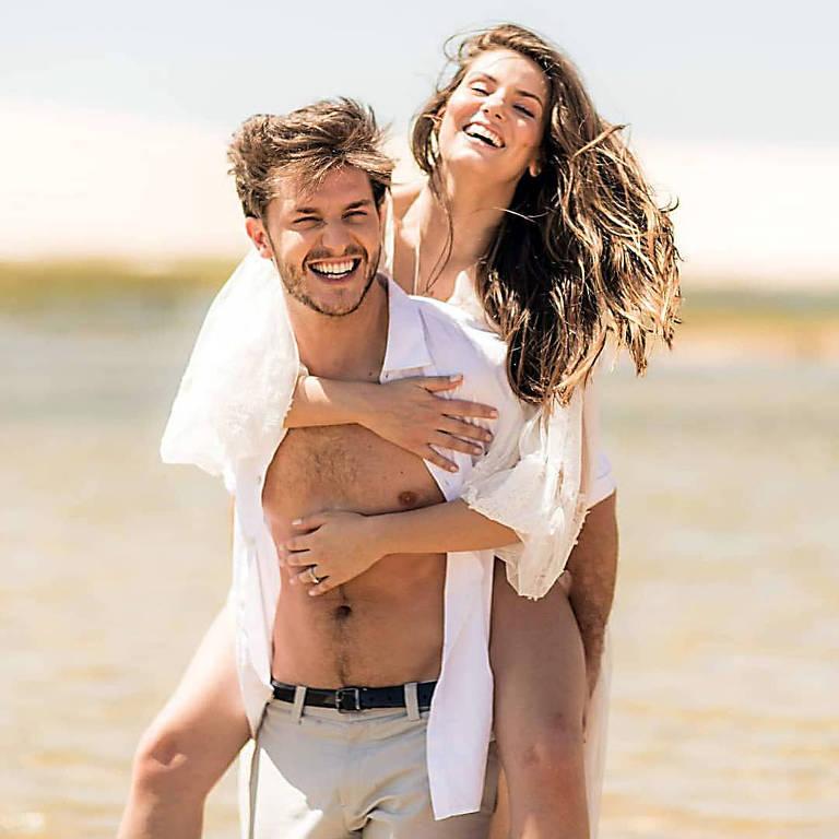Camila Queiroz e Klebber Toledo fazem ensaio pré-wedding