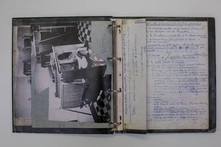 Caderno de anotações do artista Marcel Duchamp detalha a montagem da obra em fotos e instruções escritas