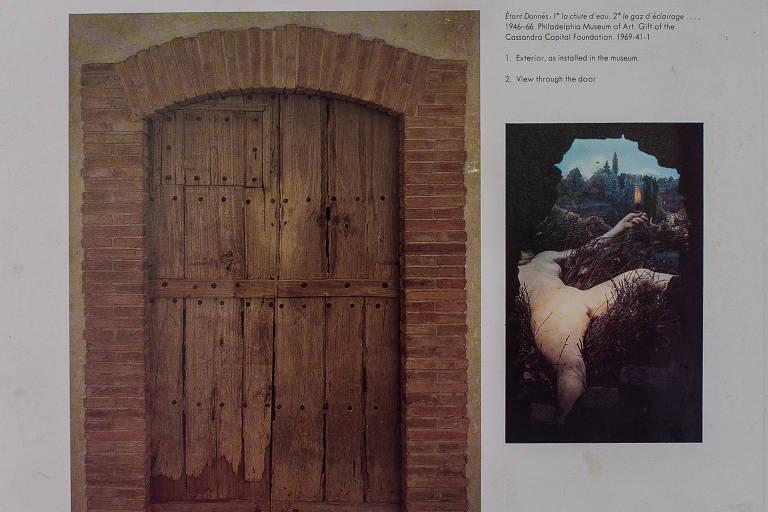"""Visão da obra """"Étant Donnés: 1- La Chute d'Eau; 2- Le Gaz d'Éclairage"""" através de orifício em porta de madeira que compõe sua estrutura"""