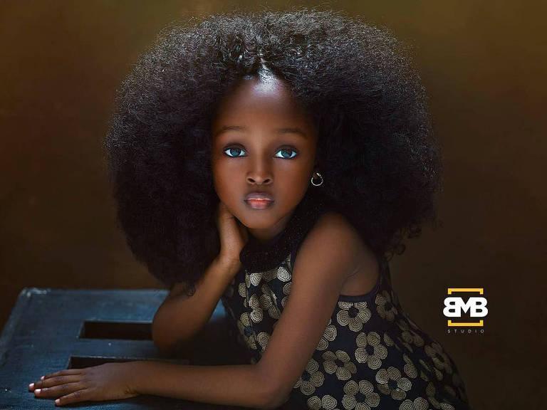 """Menina de 5 anos da Nigéria é considerada a """"garota mais bonita do mundo"""""""